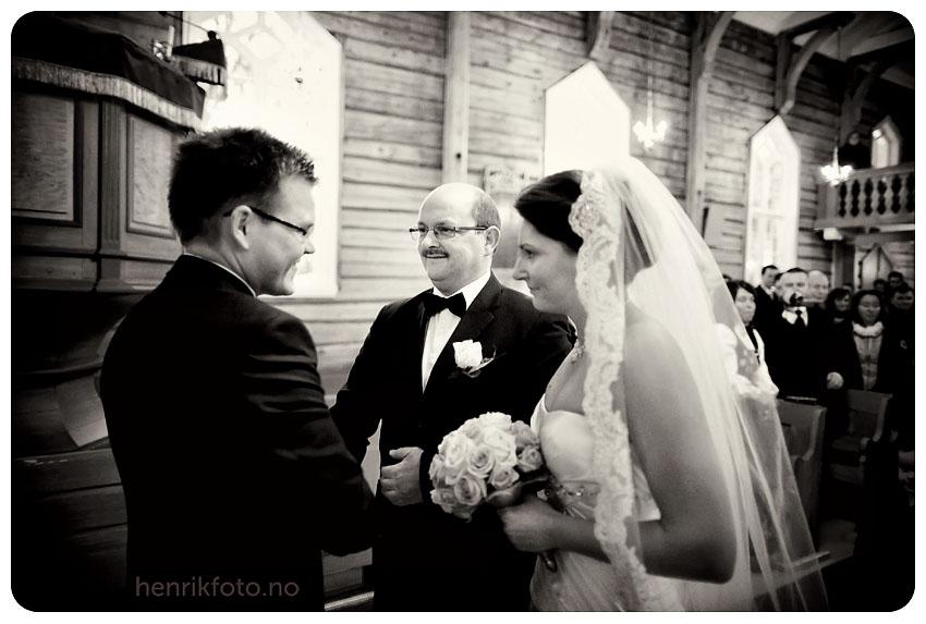 vinterbryllup Tromsø Bryllupsfotograf Sørkjosen Fotograf Nordland bryllupsfotograf Fotograf til bryllup i Bergen Bryllupsfotograf i Tromsø Bryllup på Sørkjosen Bryllup i Nordreisa Ålesund bryllupsfotograf
