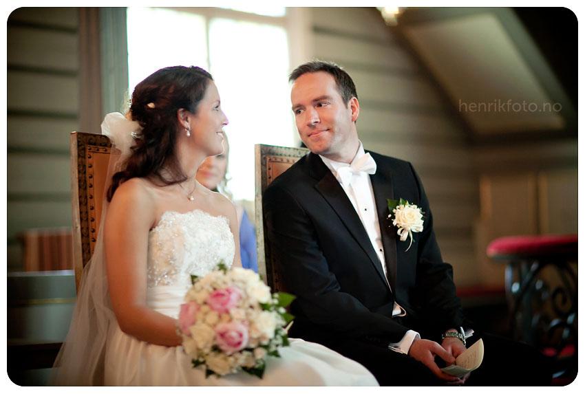 Sandefjord Fotograf Bryllupsfotograf Sandefjord Bryllup Midtåsen Bryllup i Sandar Kirke Atlantic Hotell